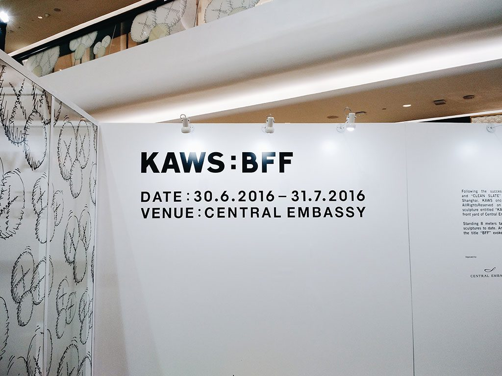 kawsbff-kaws-central-embassy-bangkok-hippiedreamer-03