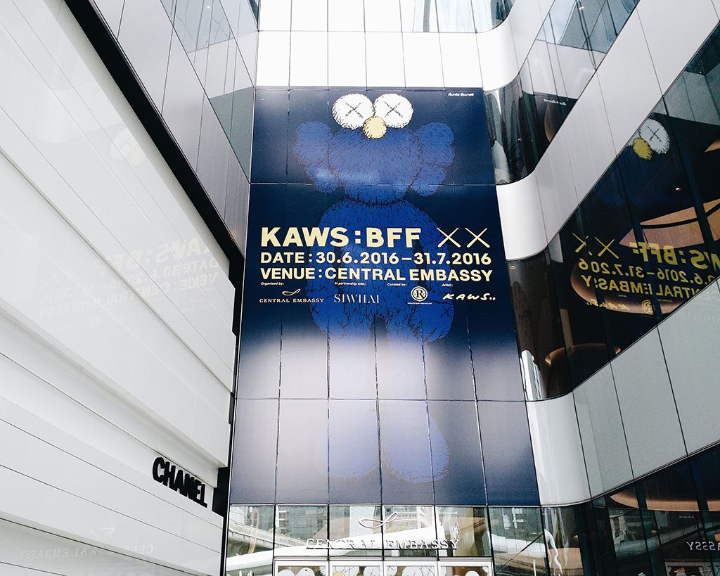 kawsbff-kaws-central-embassy-bangkok-hippiedreamer-10